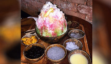 Let's recall our childhood memory with shaved ice at Moto Café