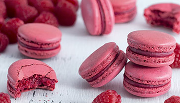 Make raspberry Macarons at Home